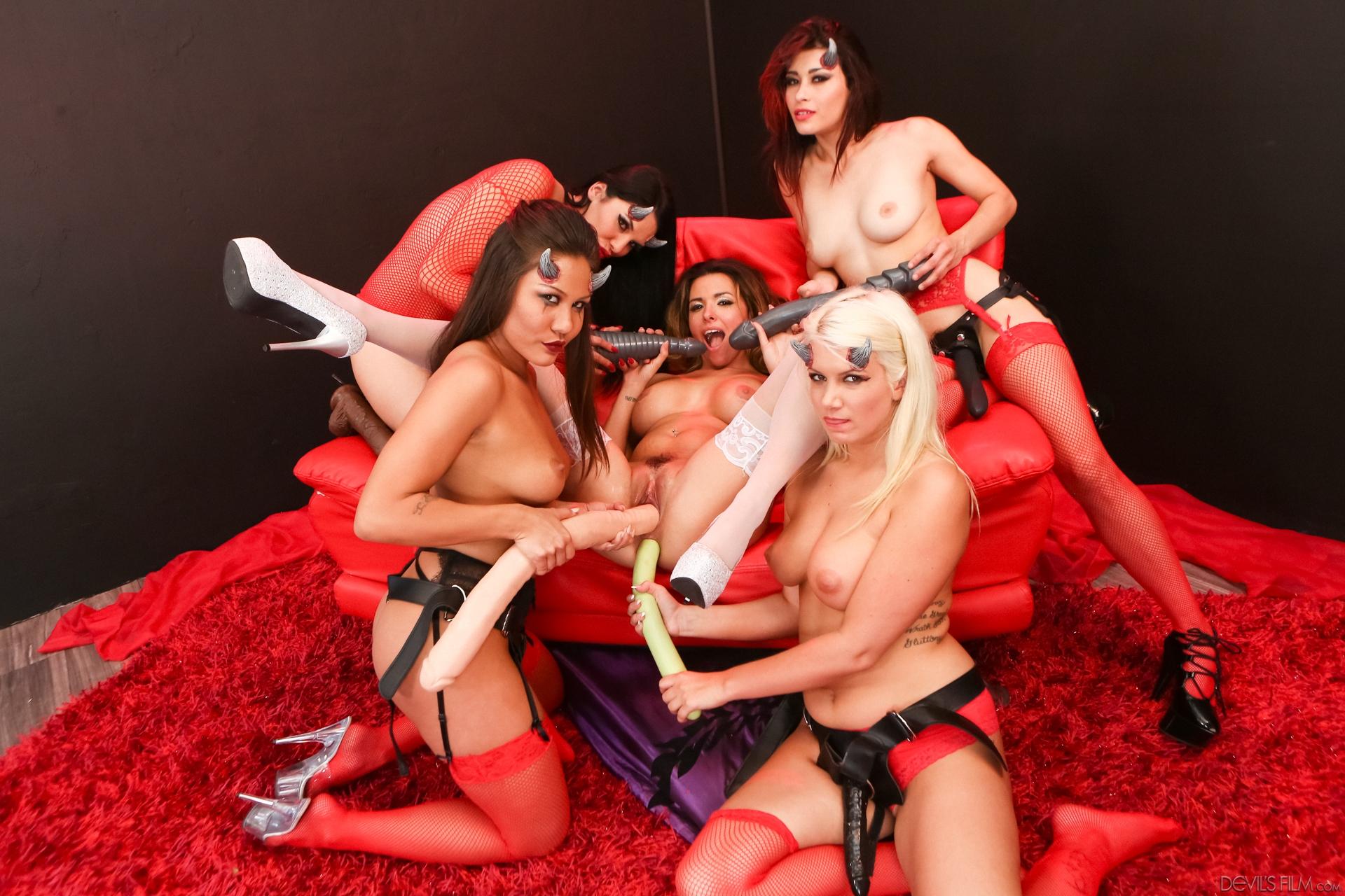 lesbian anal strapoon orgy #3