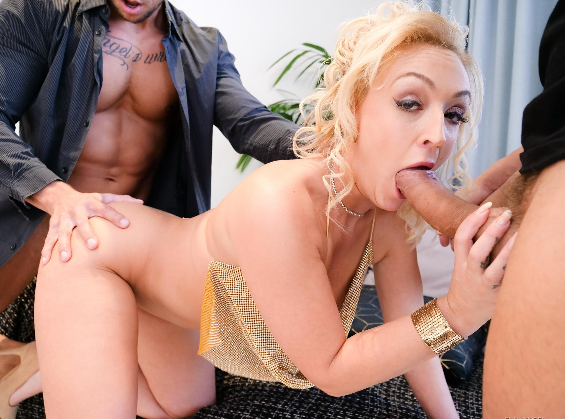 pretty blonde Amber Deen gets double trouble (penetration inside ass and vagina) picture 10