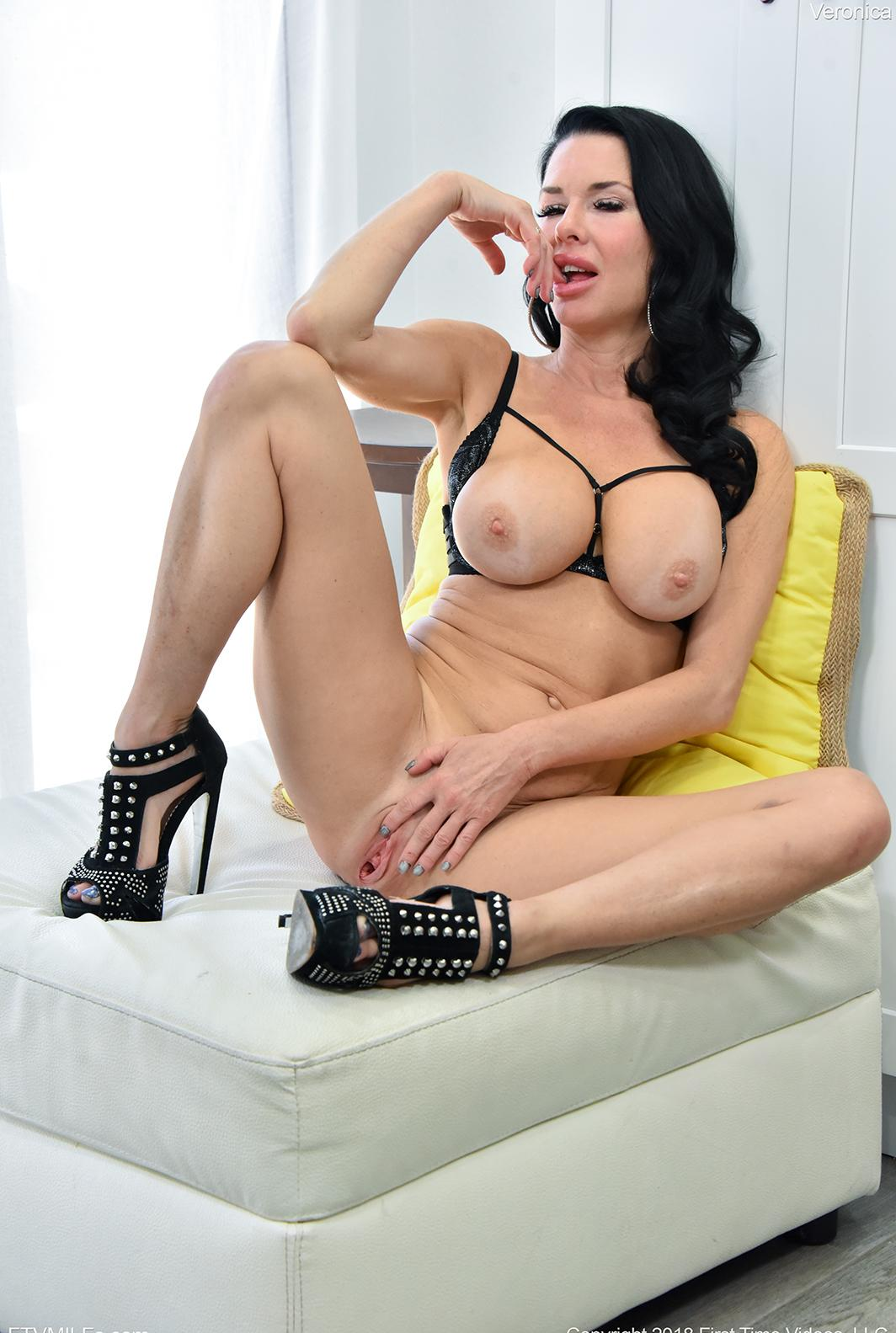 This mature black-haired woman can hardly restrain her anallust picture 2